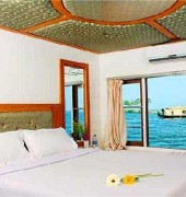 River Queen Houseboats